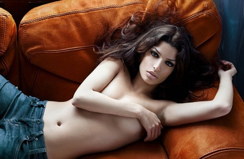 Tonia Sotiropoulou - Bonds lover   in SKYFALL