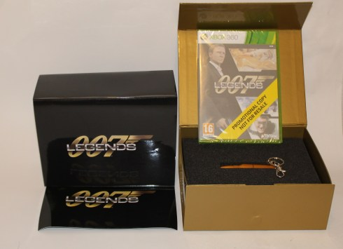 Special Edtion 007 Legends med en Patron och ett 1,88 Gb USB minne XBOX 360 och PS3