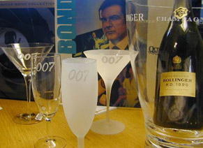 .Mixing the perfect martini James bond museum from Sweden.