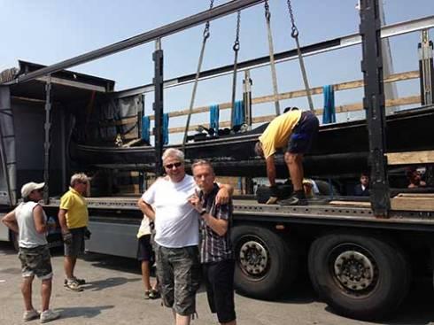 Här är vi med gondolen nästan färdig lastad på trailern.
