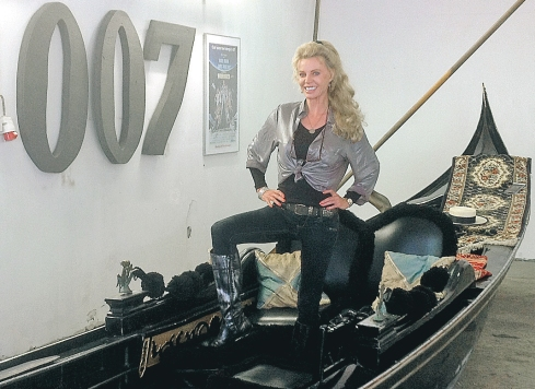 Kristina Wayborn James Bond 007 Museum Nybro Sweden  gondol som användes i James Bond-filmen Moonraker