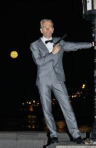 Gunnar Schäfer BIG BEN JAMES BOND POSE