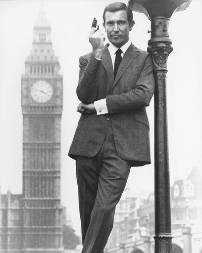 GEORGE LAZENBY BIG BEN JAMES BOND POSE