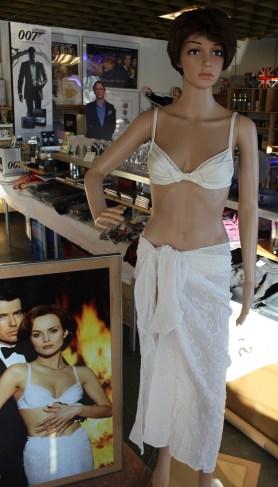 007museum_izabella_bikini
